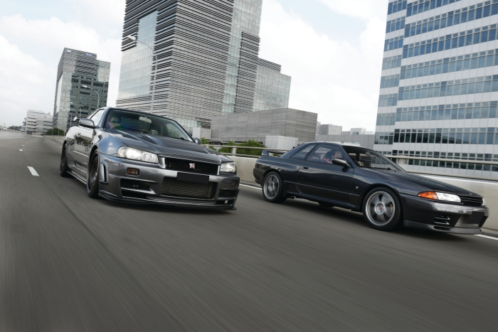 Godzillas in the Mist : Nissan Skyline GT-R R32/R34 Driven [review]