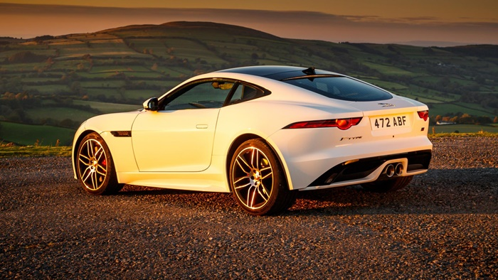 jag f type 20my chequered flag image 291018 098