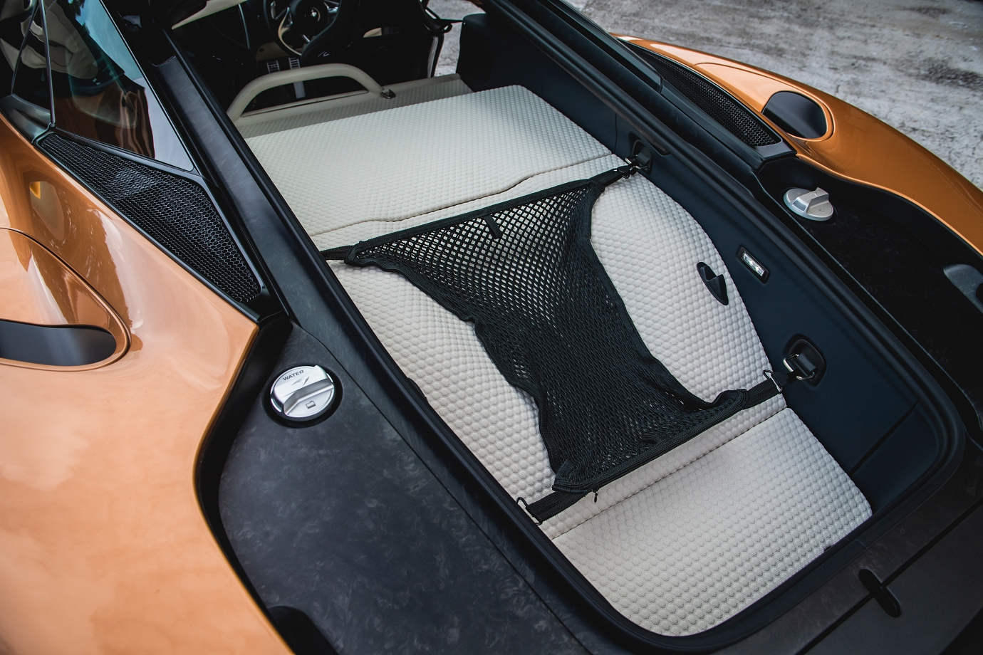 Up to 420-litres of storage capacity. Note carbonfibre frame for added rigidity